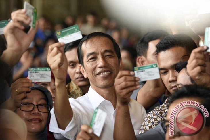 Hospitals should give priority to social insurance patients: President Jokowi