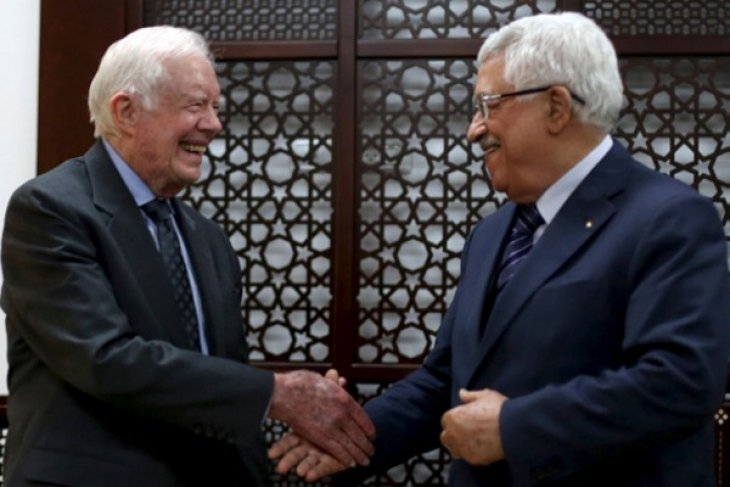 Abbas, Carter stress importance of holding Palestinian elections