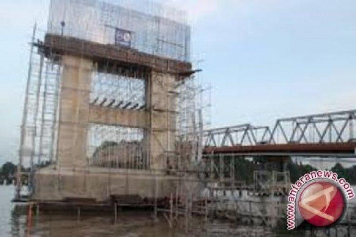 Berita Kemarin, penutupan jembatan Mahkota II hingga harga emas turun