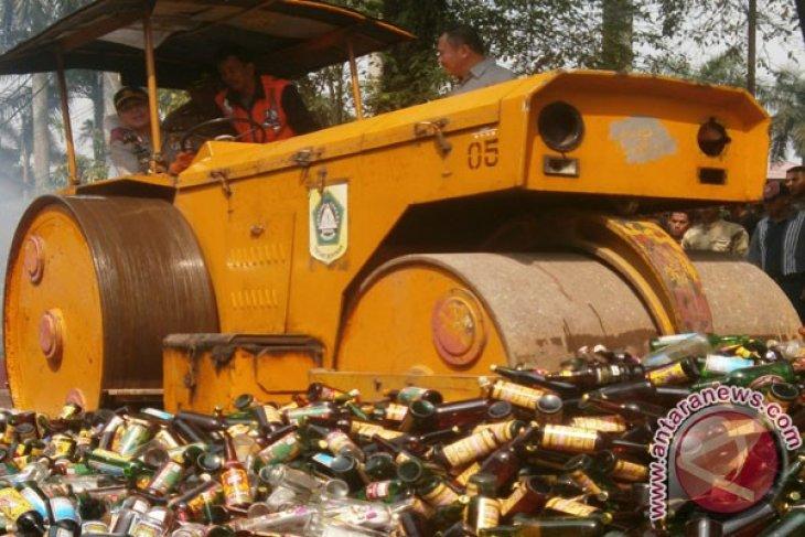 Polres Bogor Musnahkan 13.623 Botol Minuman Keras