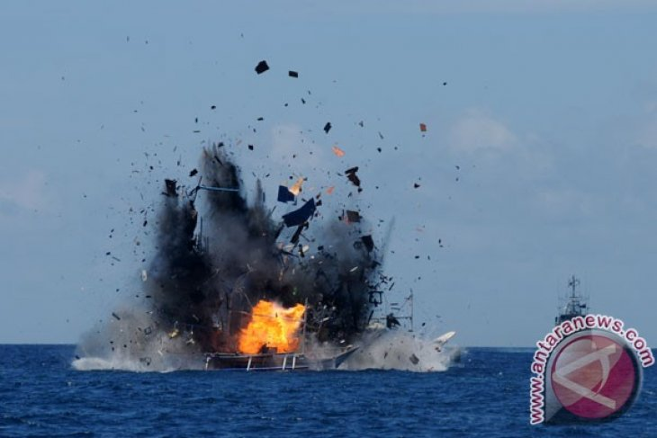 10 fishing boats to be sunk for poaching