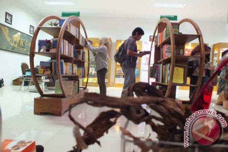 Melongok Museum Tembakau di Jember