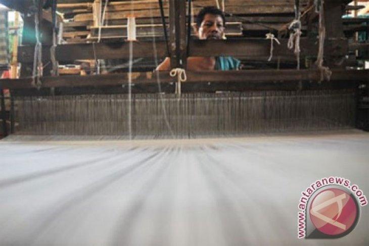 Dollar appreciation benefits Pekalongan handicraftsmen
