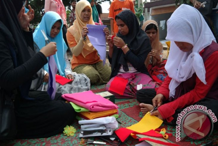 Rohingya Asylum Seekers Treated With Compassion In Aceh