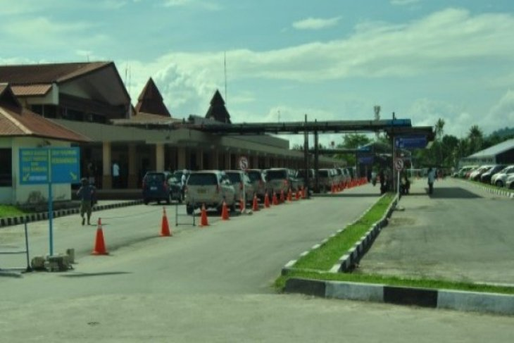 Some Jayapura residents cancel homecoming plans due to high air prices