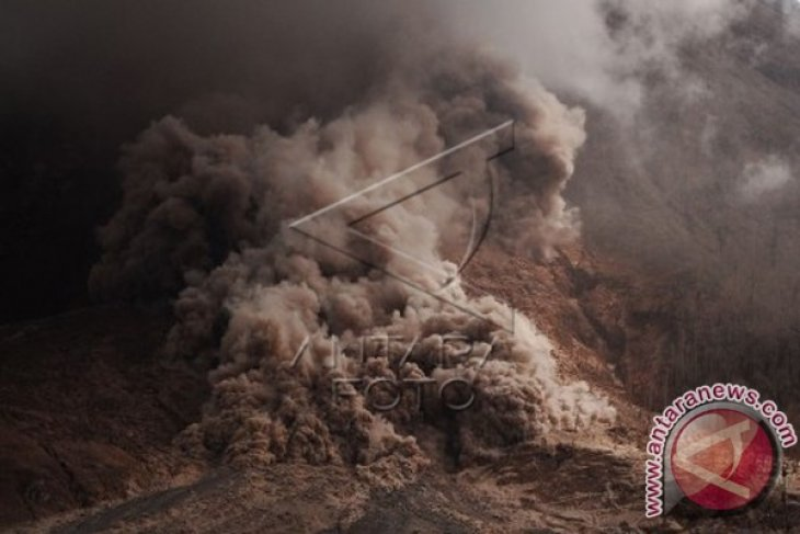 Volcanic ash from Mt Sinabung affects four sub-districts