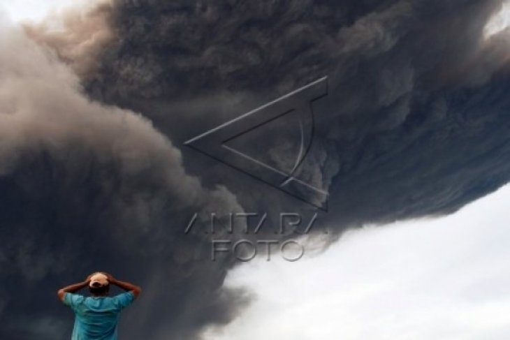 Material Vulkanik dan Awan Panas Gunung Sinabung