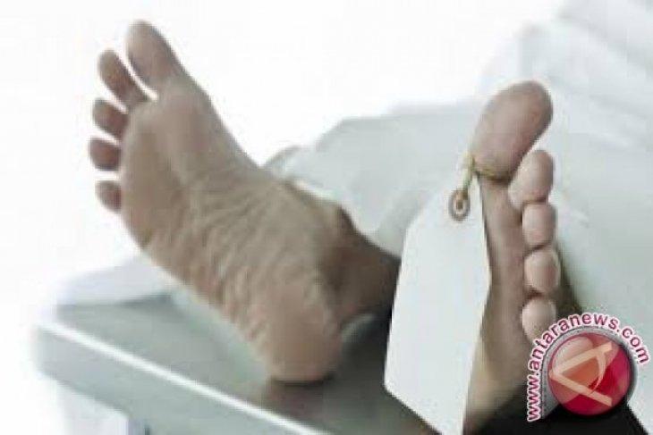 Seorang pria ditemukan tewas dengan luka di sekujur tubuh