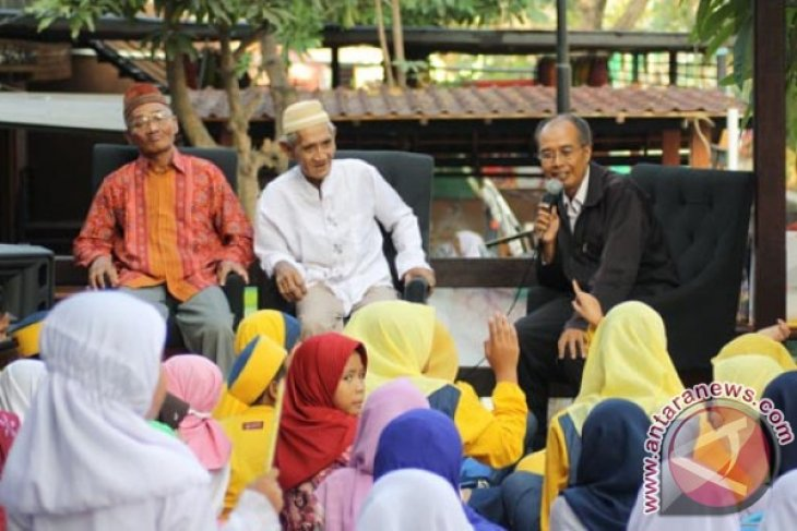 Mbah Dul Beri Motivasi 50 Yatim Surabaya