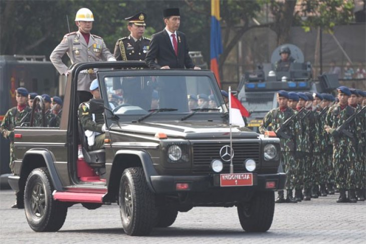 President Jokowi asks national police to improve public services