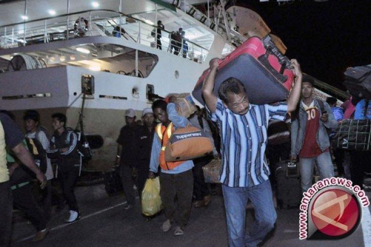 Pemudik Menginap di Pelabuhan Penyeberangan Gorontalo