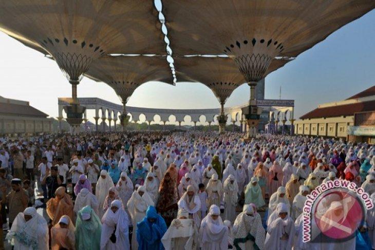 Muslims across Indonesia celebrate Eid together