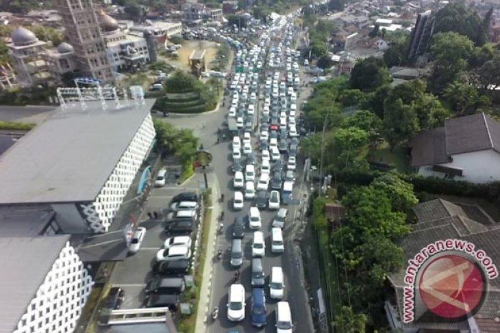Jalur Puncak Menuju Jakarta Diberlakukan `One Way`