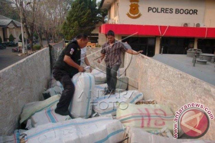 Polisi Tersangka 8.000 Pil Ekstasi