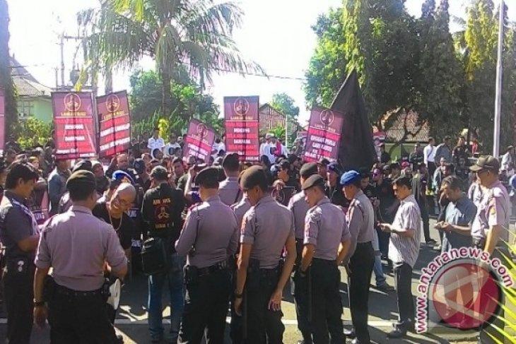 Ratusan Polisi Atur Lalin Jelang Sidang Engeline