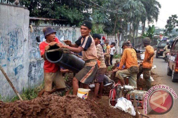 Pipa distribusi PDAM Kota dan Kabupaten Bekasi bersinggungan