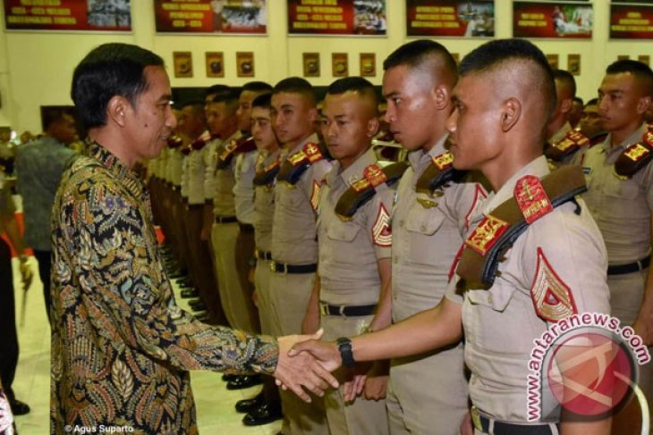President Jokowi inaugurates 793 military, police cadets