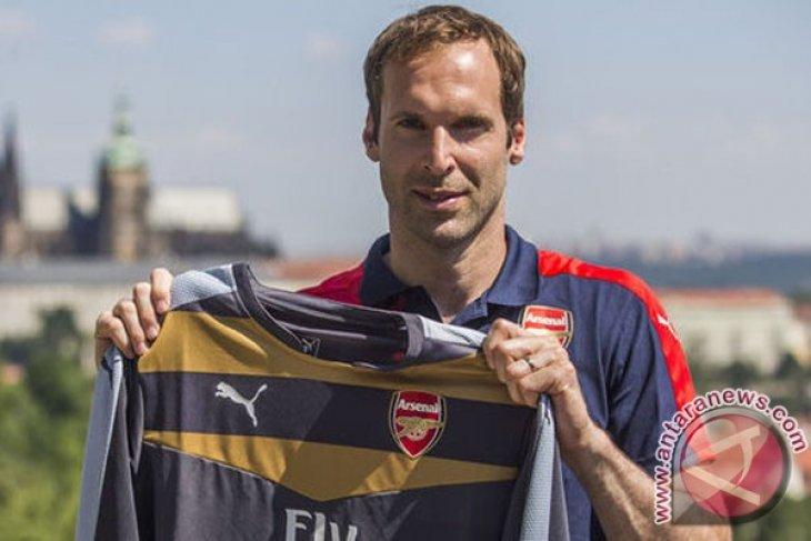 Hadirnya Cech menambah substansi gaya Arsenal