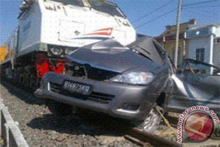 Lima Tewas, KA Probowangi Tabrak Mobil di Jember