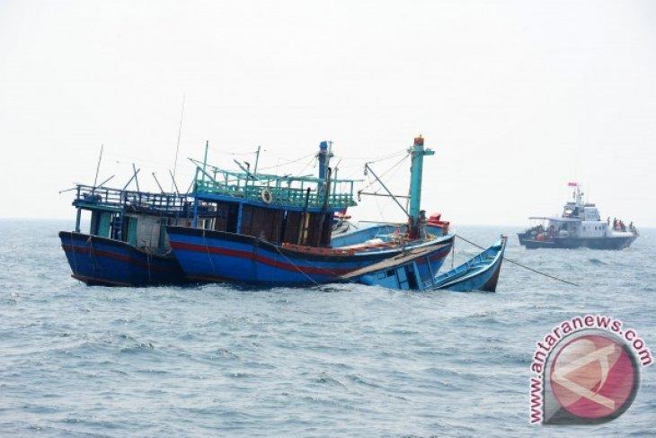 Kapal Nelayan Asing Dijadikan Rumpon