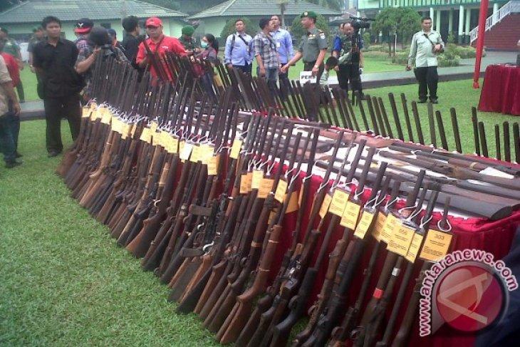 Polisi Amankan Warga Bawa Senjata Api Rakitan