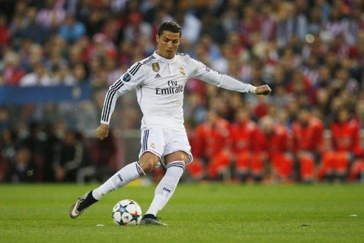 Ronaldo Cetak Gol ke-500