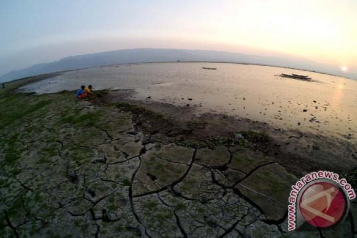 EARTH WIRE -- Indonesian govt allocates Rp187.5 billion for lake rehabilitation