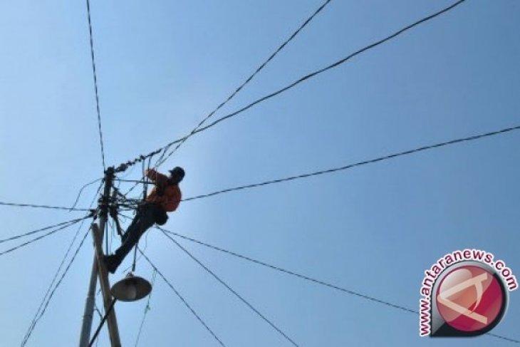 PLN perbaiki listrik di daerah gempa