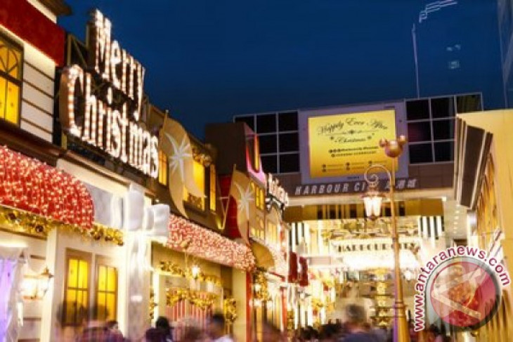 """Harbour City Presents: Celebrate the Holidays with Disney Friends at """"Happily Ever After"""" Christmas Avenue"""