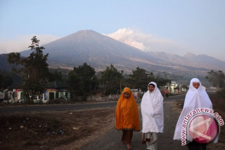 500 climbers still trapped on Mt Rinjani