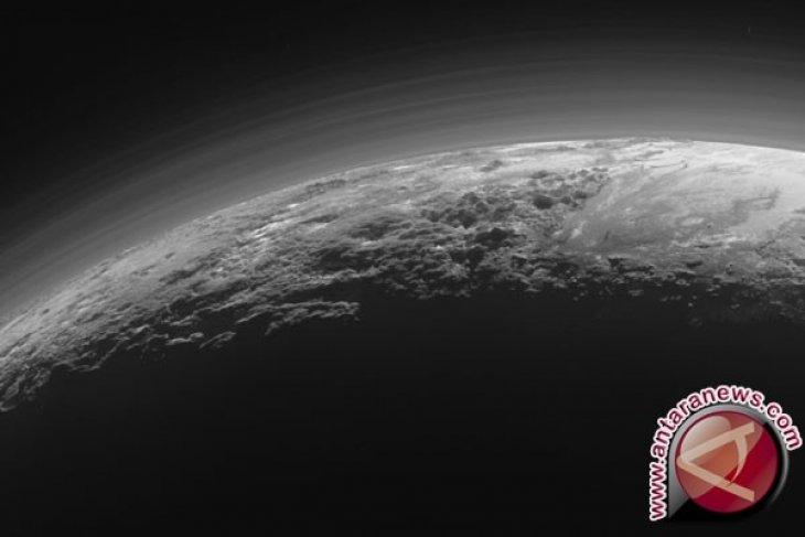 Pluto Punya Gunung Api Es