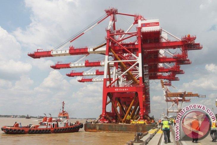 South Kalimantan's exports, imports surplus US$596.90 million