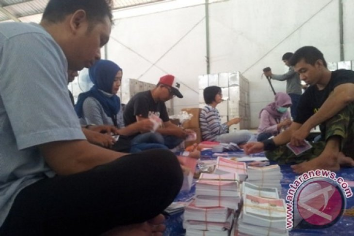 KPU Samarinda Sortir Surat Suara Pilkada