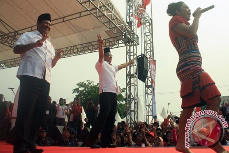 Krisdayanti Meriahkan Kampanye Cabup/cawabup Karawang Marjuki/miing