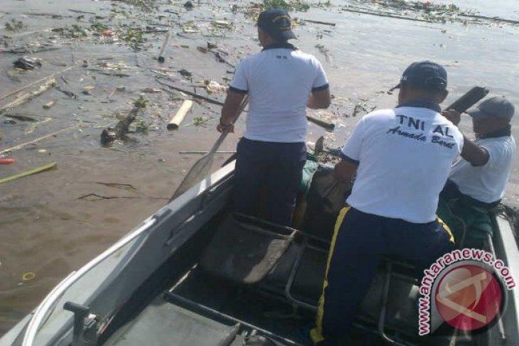 Lantamal-XII Bakti Sosial Bersihkan Sungai Kapuas Pontianak