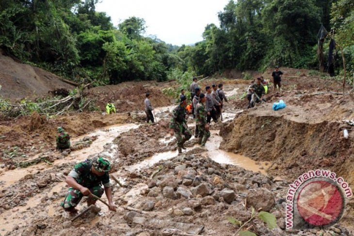 41 million Indonesians live in 174 landslide-prone districts and cities