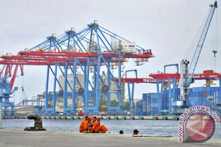 Indonesia govt cuts short containers`waiting time at ports