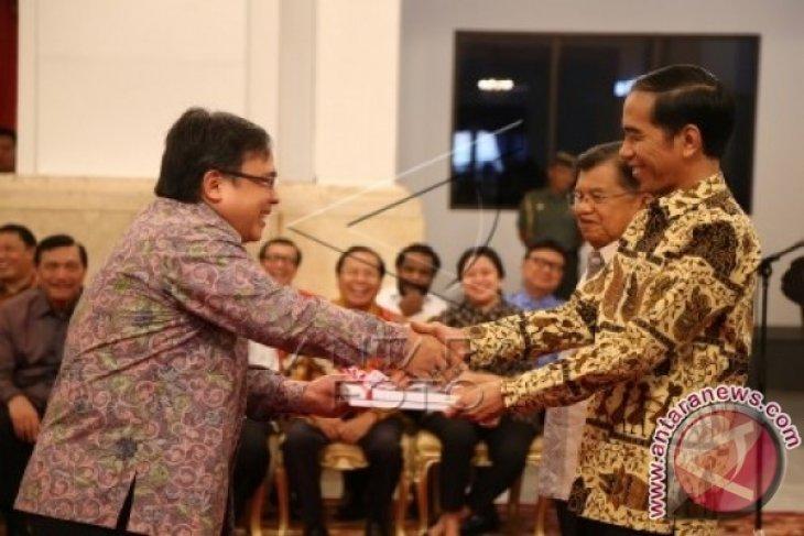 Presiden serahkan DIPA dan penghargaan daerah berprestasi