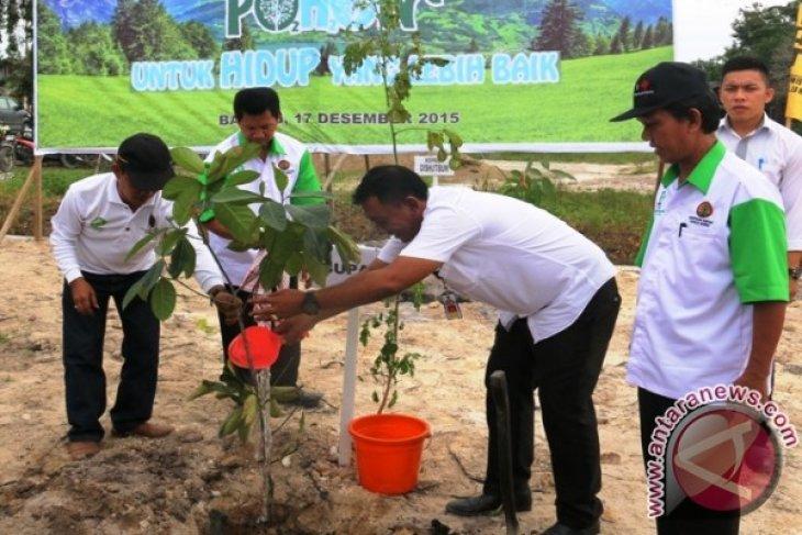 Pemkab Penajam Ajak Masyarakat Tanam Pohon