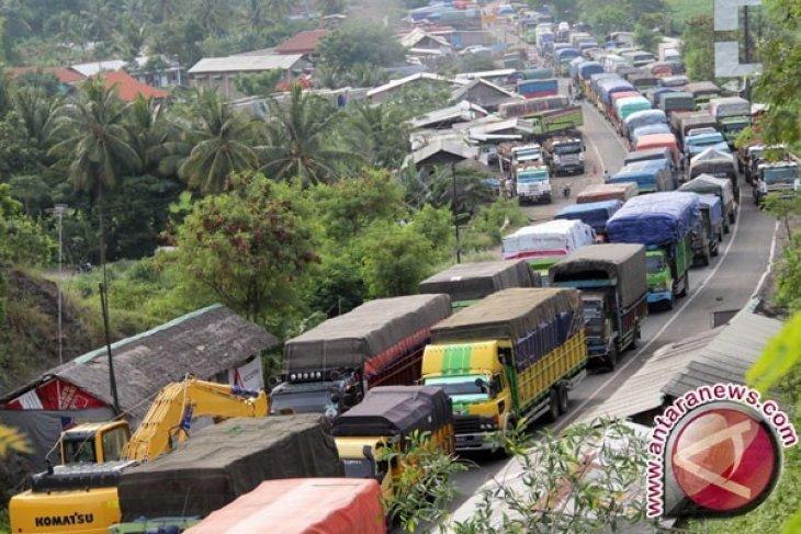 334 Truk Bertonase Berat Terjaring Razia Di Tol  Jakarta-Cikampek