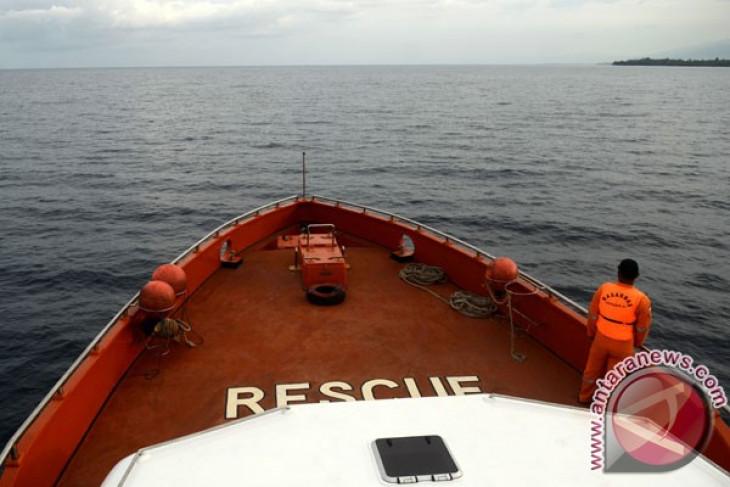 Fishing boat reported capsized with 11 fishermen off Pangandaran