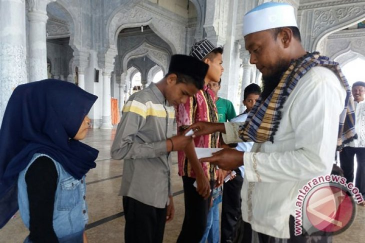 400 Anak Yatim Disantuni Pada Maulid Akbar di Jeunieb