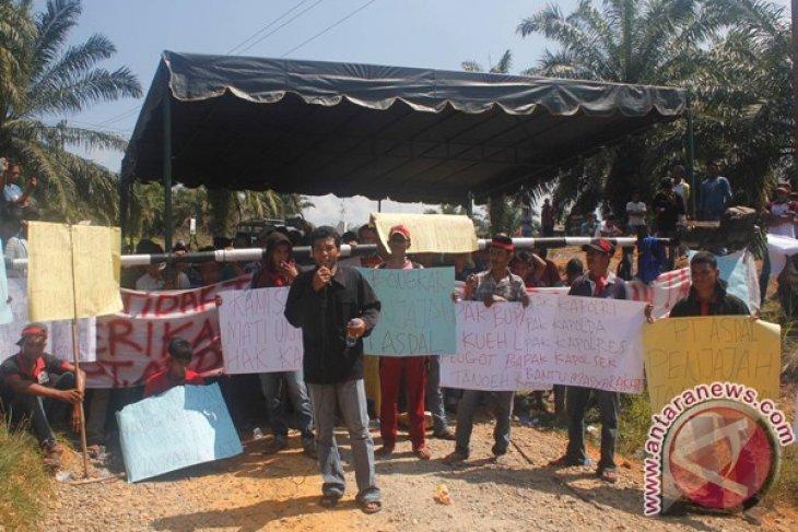 Ratusan Masyarakat Aceh Selatan Demo PT Asdal