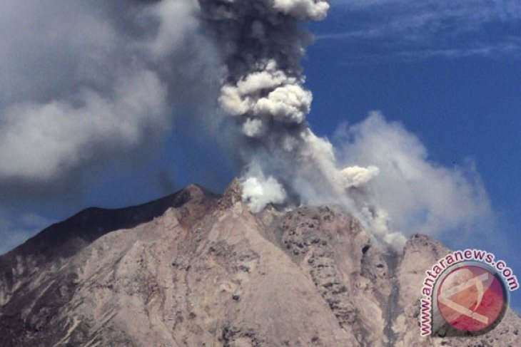 Three killed after being hit by hot smoke from Mt Sinabung