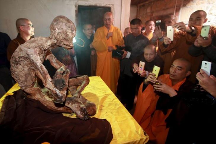 Penemuan mumi biksu 200 tahun masih hidup, benarkah?