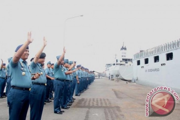 Pangarmatim Lepas KRI Soeharso-990 ke Timor Leste