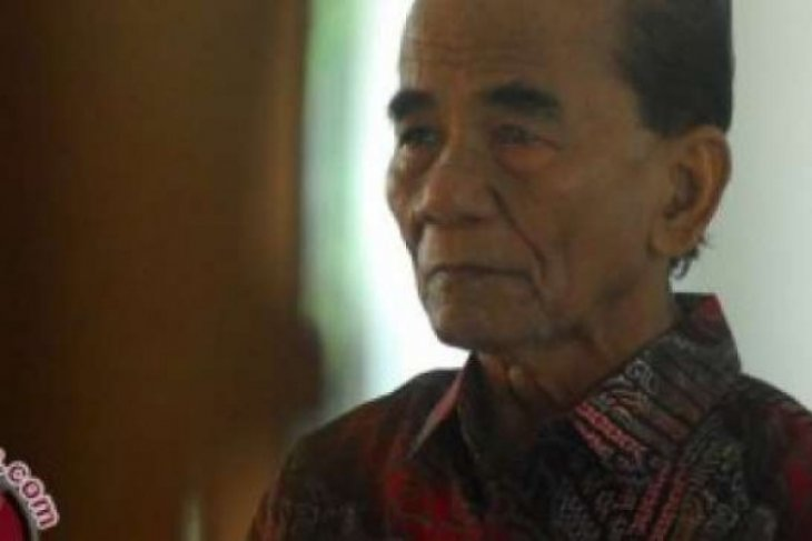 President grants clemency to former Riau governor