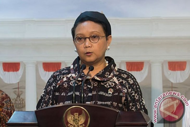 Indonesian Foreign Affairs Minister delivers humanitarian aid to Myanmar