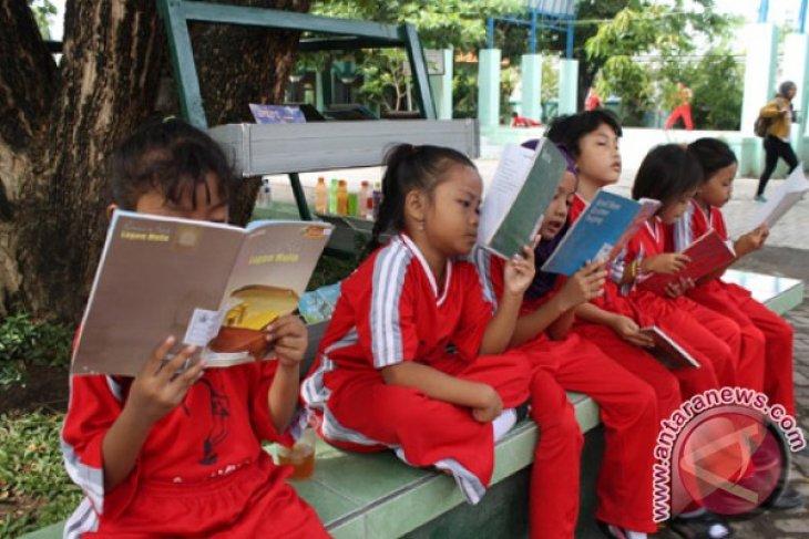 USAID-PRIORITAS Kembangkan Gerakan Literasi di Surabaya