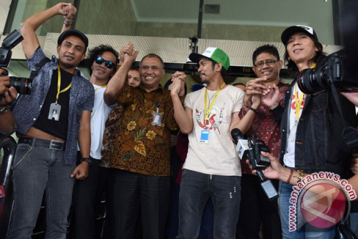 Slank band holds concert to oppose revision of anti-corruption law